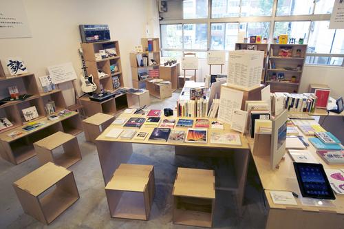 本棚と私たち.jpg